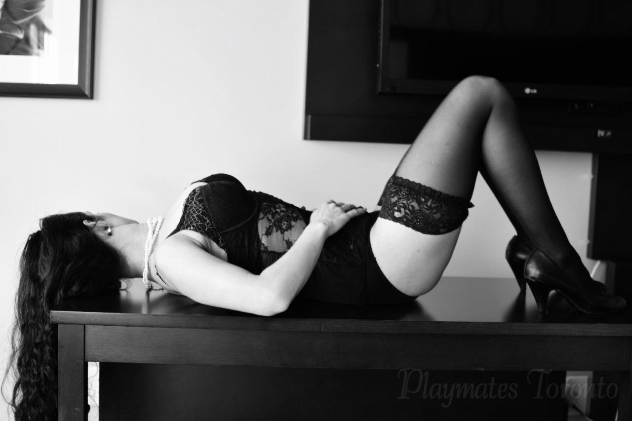 Model in lingerie - Zara