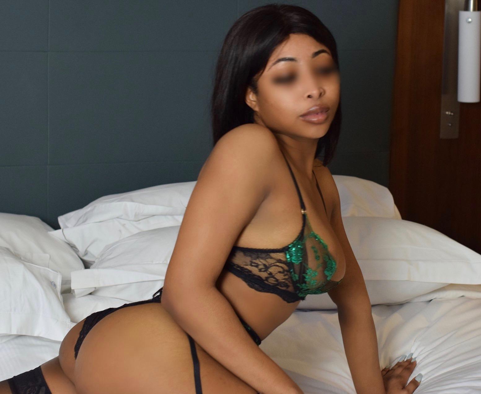 Model in lingerie - Marie