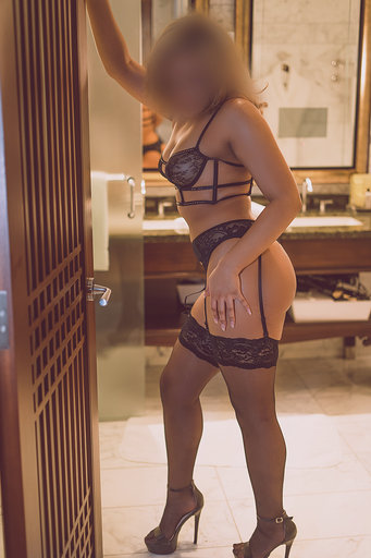 Model in lingerie - Brianna