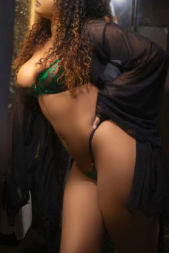 Model in lingerie - Jasmine